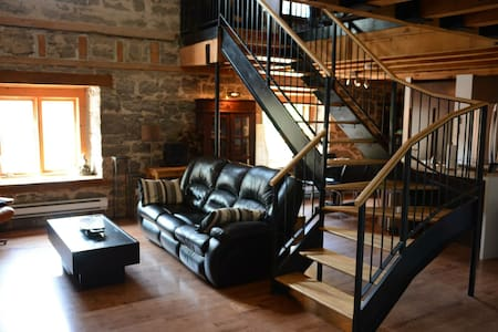 Historic Old Montreal 2 Story Loft