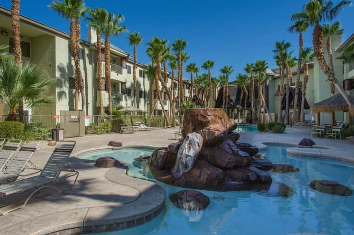 PRIME Las Vegas Studio Sleeps 2 - Top-Rated Resort