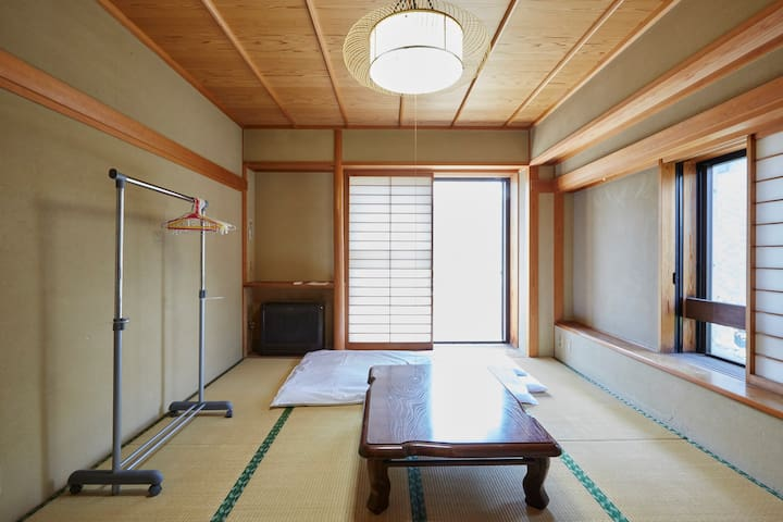 【ROOM 201】4 MIN FROM STA. SPACIOUS ROOF! FREE WIFI - Ōta-ku - Daire