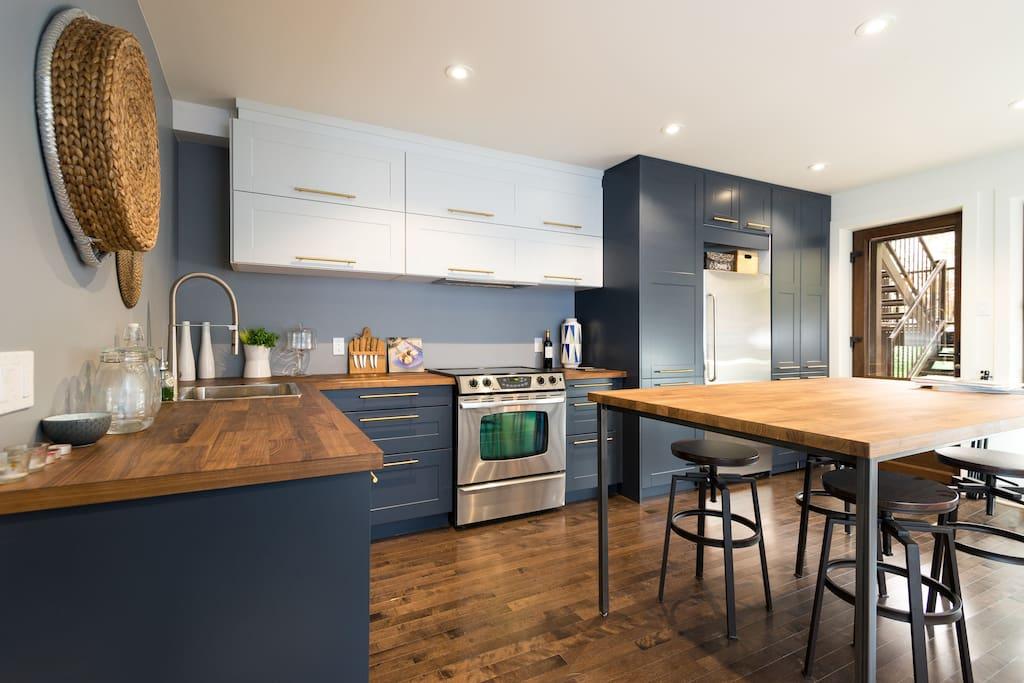 Trendy blue kitchen