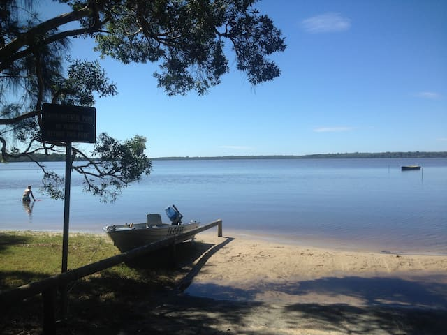 Lake front beach house, Noosa - Cooroibah