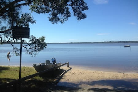 Lake front beach house, Noosa - Cooroibah - Dům
