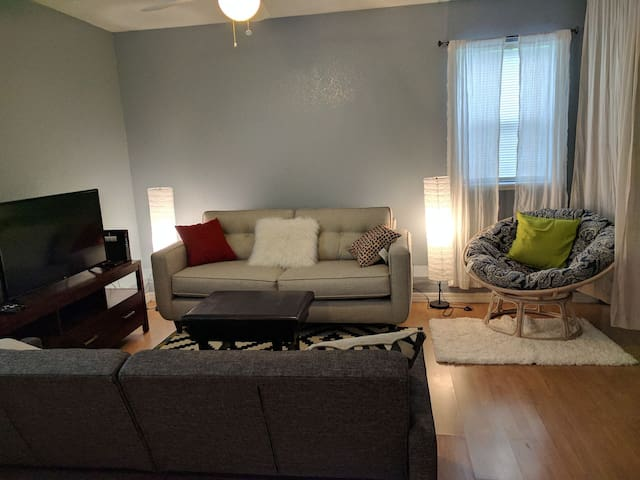 Quiet guest house close to downtown fun