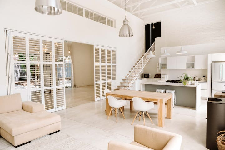 Dylans Modern Open Plan Home in Northcliff 1/2