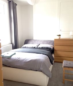 Private room with great links to London - Бромли - Квартира