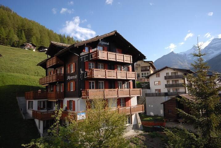 Aussenansicht Alpenruh Sommer Saas-Fee