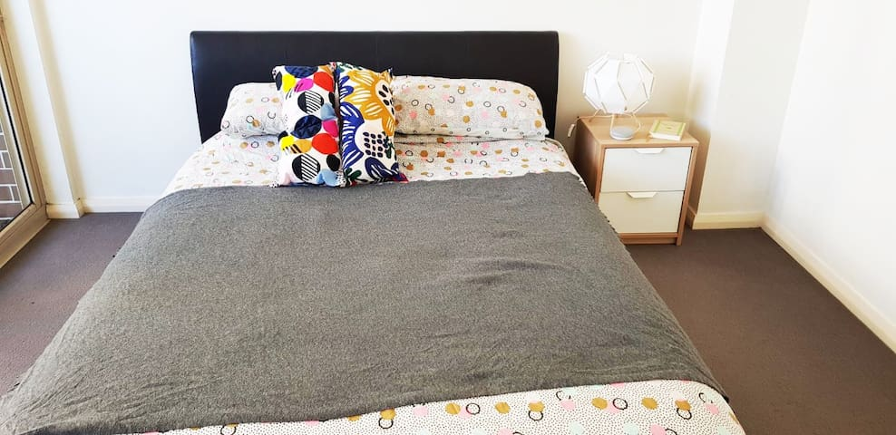 Modern double bedroom for rent in Mascot