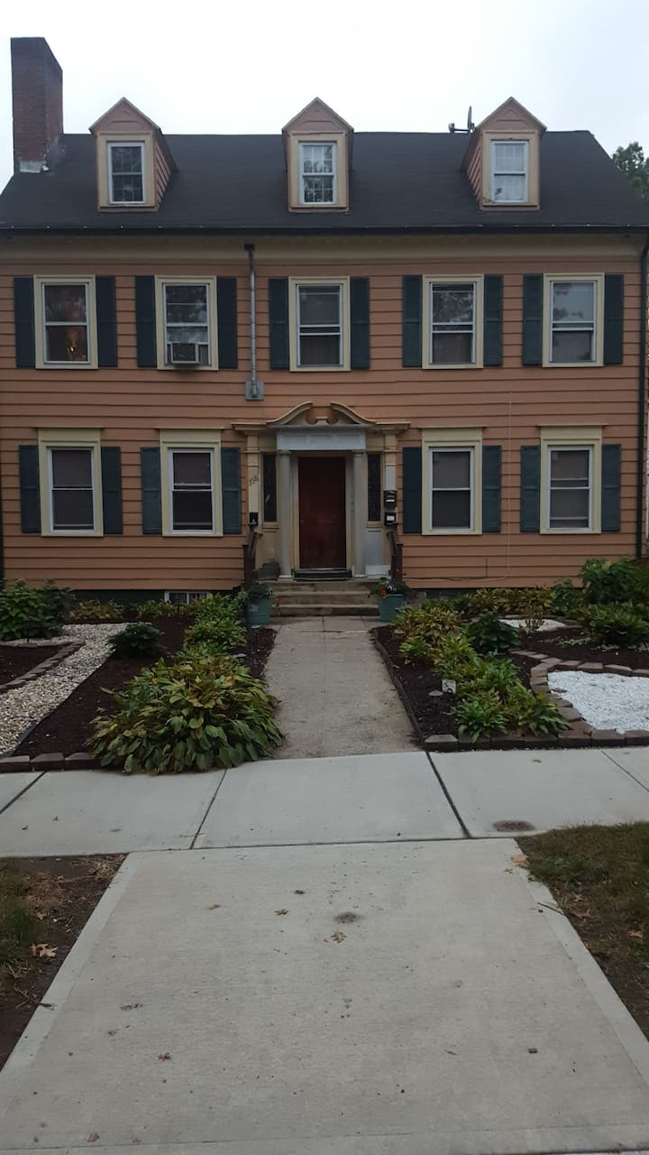 1036 - 1 bed/shared bath Shared; Travelers welcome