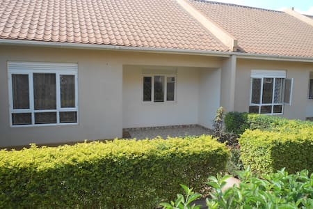 Two Bedroom Bungalow with small garden - Kampala