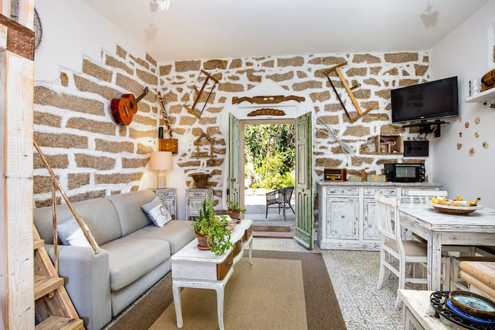 "Charming Cottage ""Tipica casa a San Pantaleo"" in Central Location with Balcony"