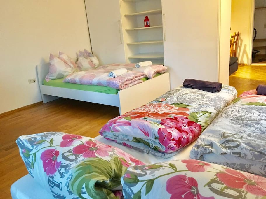 2 queen size beds in the sleeping area