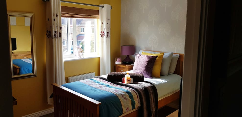 A Modern & Contemporary Room with local services
