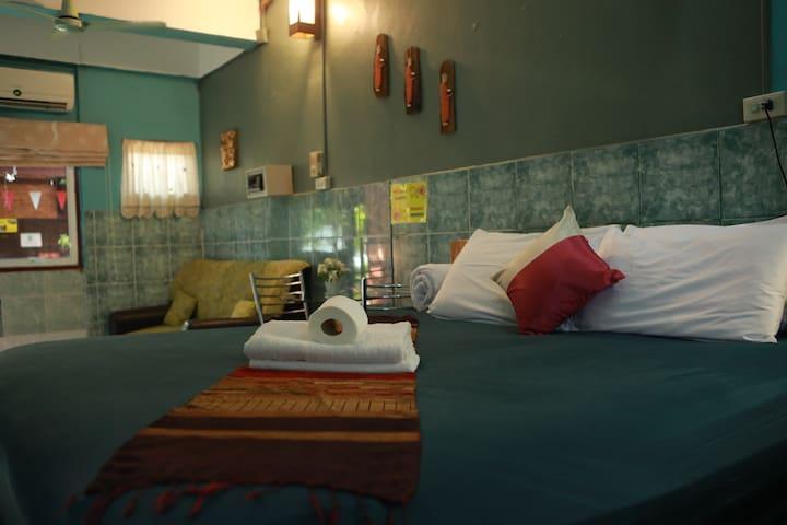 意境庭院精品酒店豪华园景大床房(古城清迈门、周六夜市附近)泰国兰纳风情房,庭院景