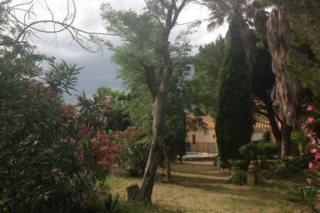 Villa avec superbe park avecpiscine - Alénya
