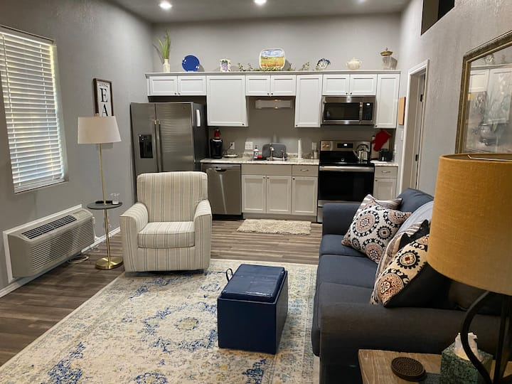 The Haven C - Cozy and clean apartment in Denton