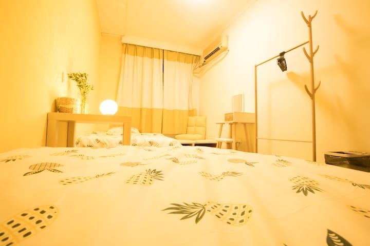 【有间小屋·一米暖阳】--南博隔壁中山门内居后钟山风景区。特色房间,属于你的南京小窝,自主自由自娱