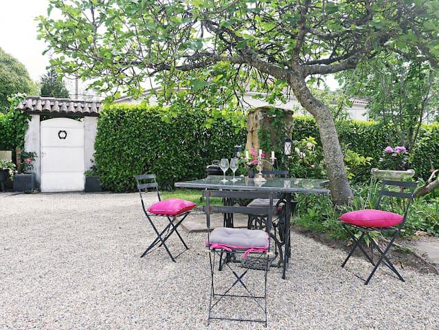 """Guest house with charm """"Le clos d'Emilion"""""""