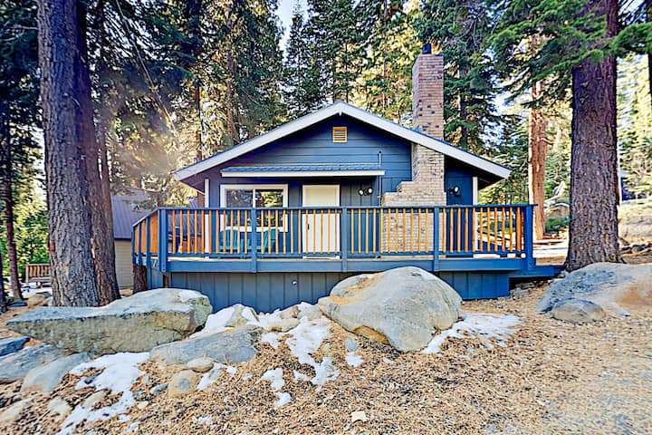 Charming Lake Tahoe Cabin | 6-Min Walk to Beach