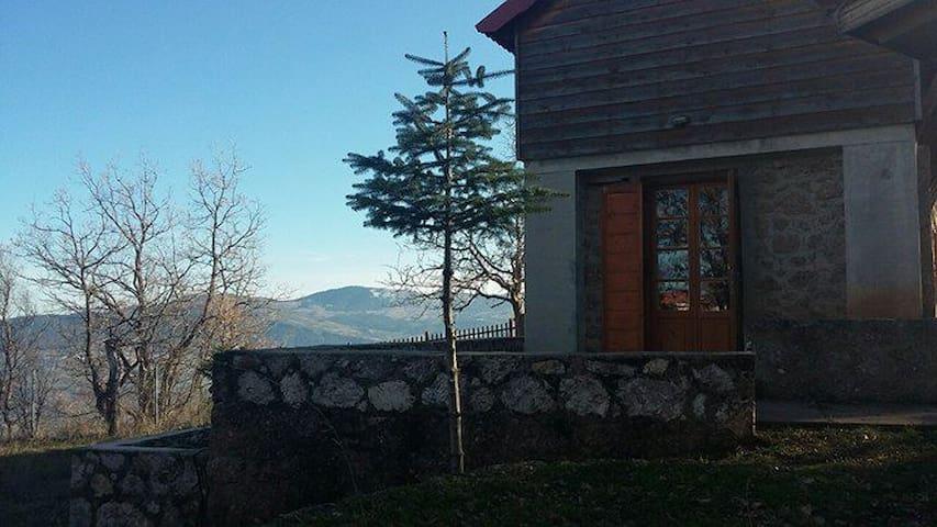 Σπίτι στα Μεσαία Τρίκαλα Κορινθίας - Ano Trikala