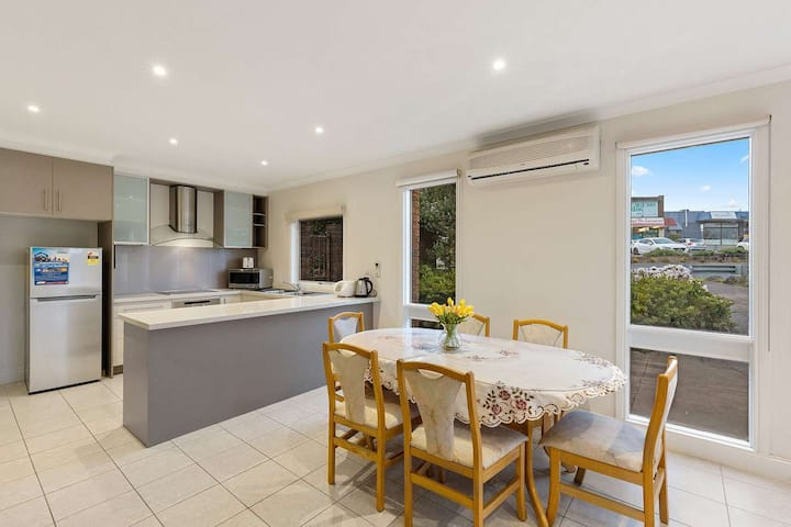 Beautiful room for rent on the cusp of the CBD