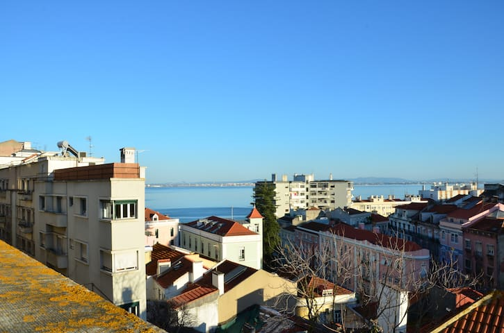 Near Alfama, apt +roof top with views to the River - Lisboa - Appartement