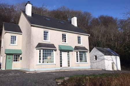 An Uaimh  , superb 6 bedroom house. - Killybegs