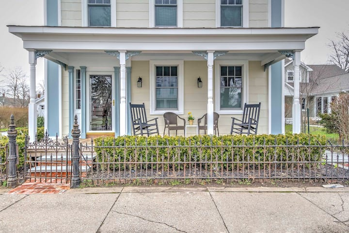 Downtown Greenport Apt w/Porch Near Shelter Island