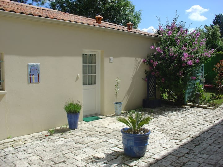Exceptional house with garden in Rochefort