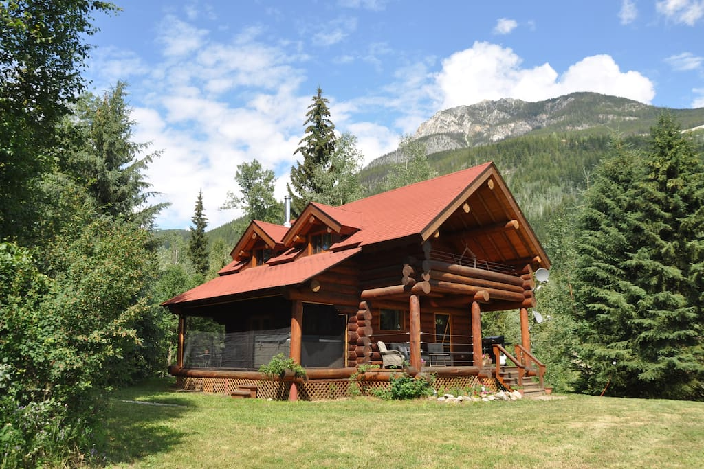 Grey Owl Lodge in summer