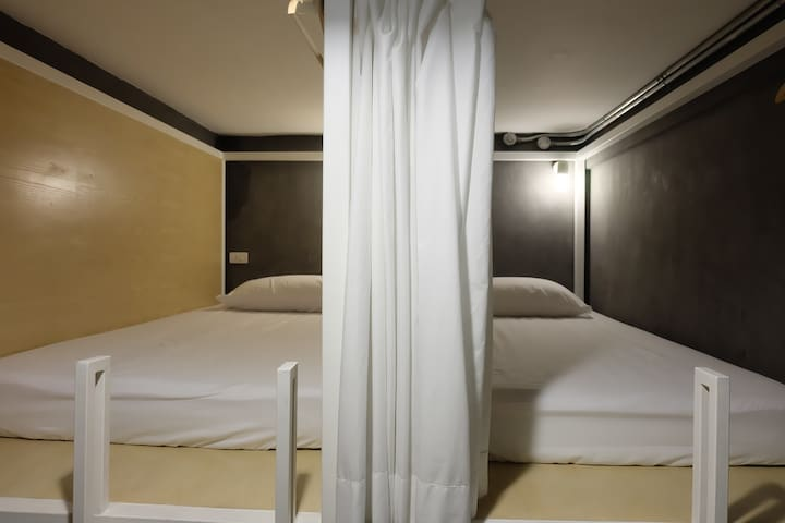 4-Bed Mixed Dormitory Room (ON THE BED Hostel)