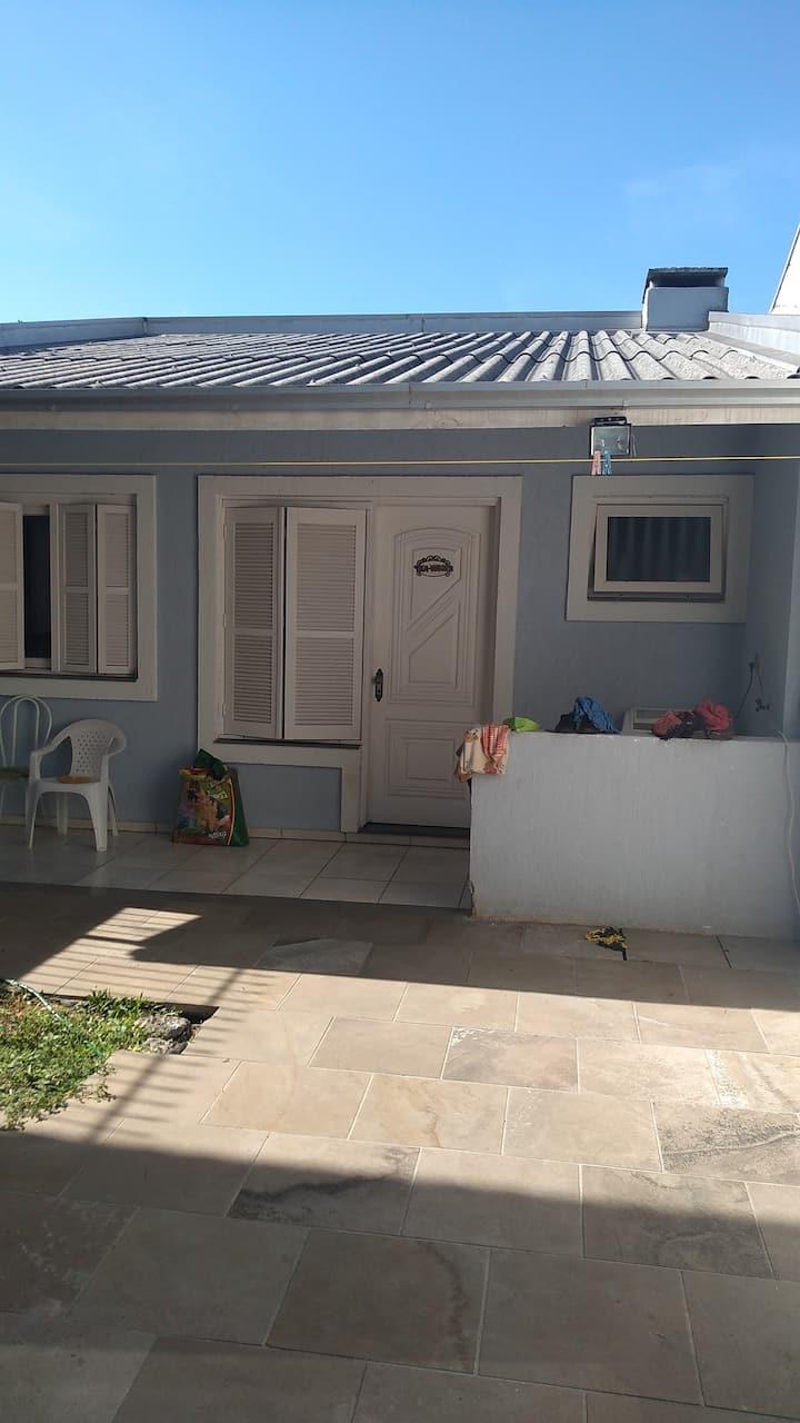 Casa completa quarto cozinha e banheiro