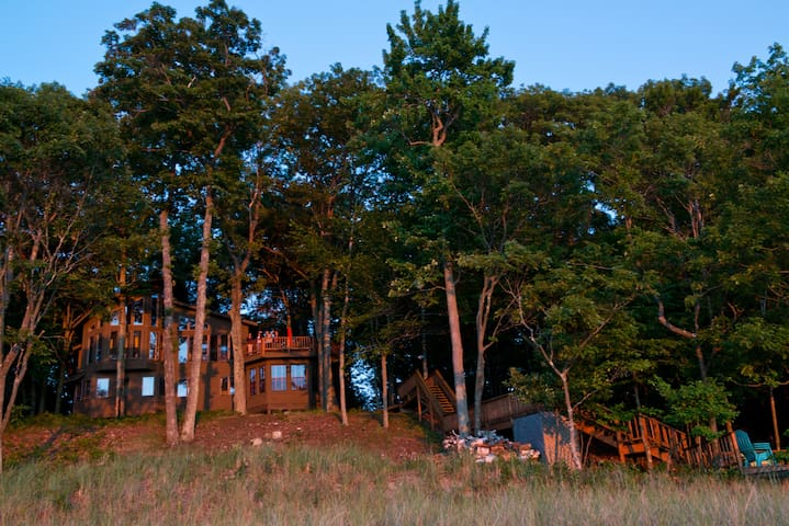 Direct Lake Michigan Pentwater Home - Pentwater - Casa