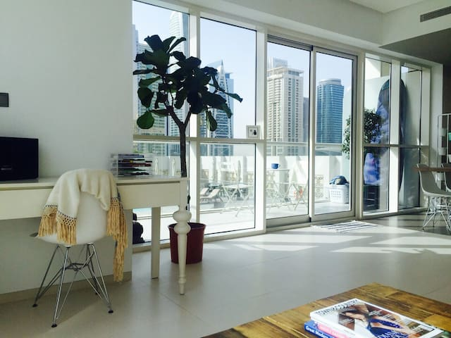 Modern Condo in Heart of Marina - Dubaj - Apartament