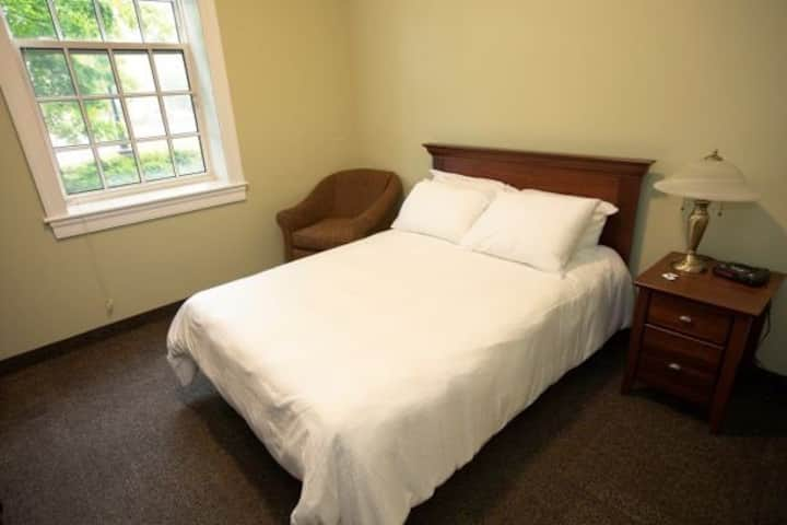 StFX Summer Hotel-Beautiful Queen Room B