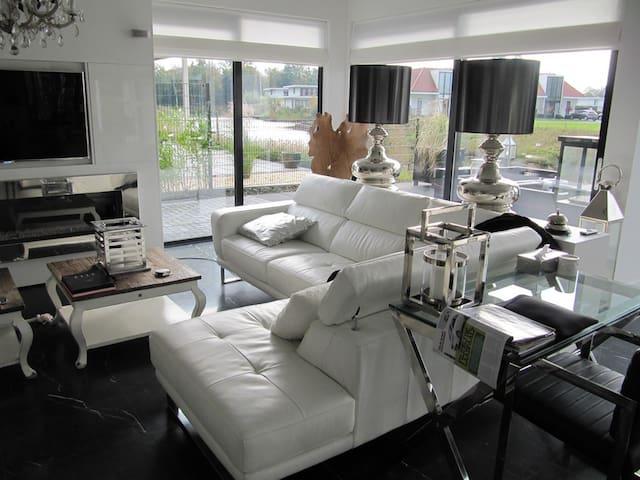 Super luxe huis aan het water - Zeewolde - Villa
