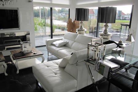 Super luxe huis aan het water - Zeewolde - วิลล่า