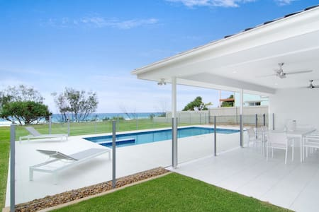 5 Bedroom Beachfront Home with pool