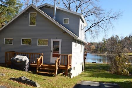 Charming Lakefront Cottage near Tanglewood - Lee - House
