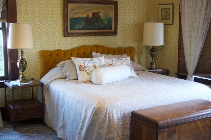 Historic Lady Florence: King Suite  - Stanwood - บ้าน