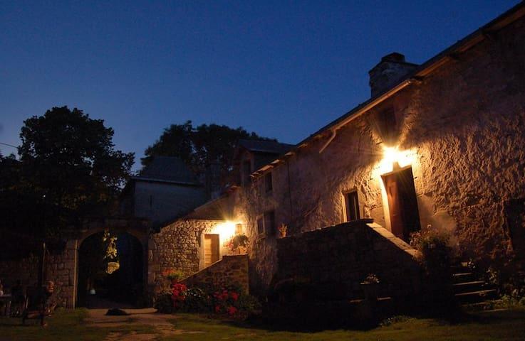 gite pour 2 personnes dans ferme biologique - Saint-Léons - Natur lodge