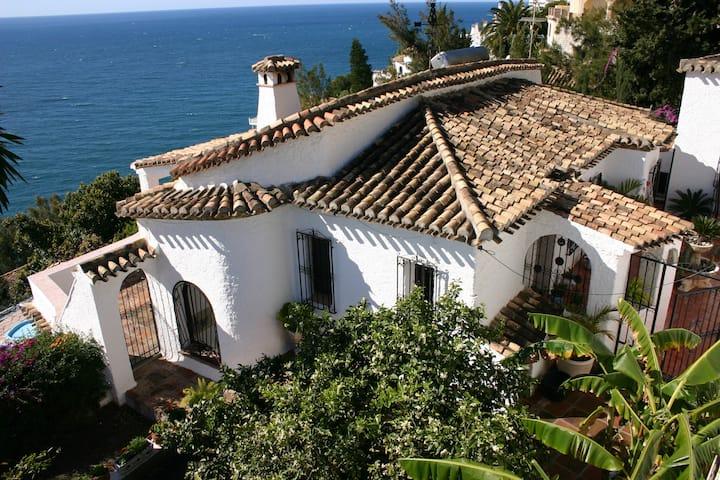 Casa Lobo - heated pool and seewiew