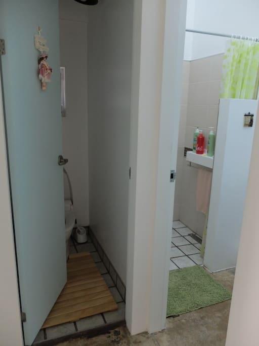1층 화장실 & 샤워실