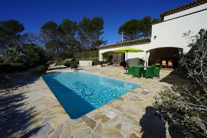 """"""" LA VILLA"""" piscine privée chauffée, climatisation"""