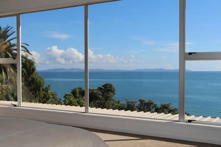 Ambient Luxury Holiday Home or Luxury Apartment - Cable Bay