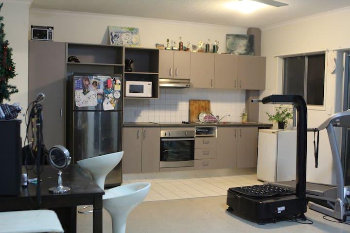 Inner City apartment - Kelvin Grove - Leilighet