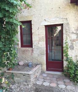 Gîte dans propriété très au calme - Chareil-Cintrat - Haus