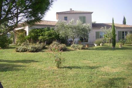 Chambres au calme dans une villa au sud Ardèche - Saint-Étienne-de-Fontbellon