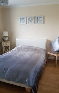 Quiet & Friendly home in Glenrothes with breakfast