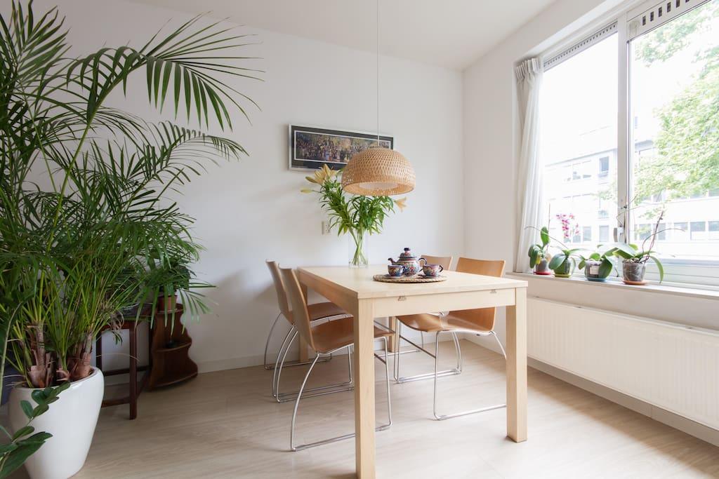 The extendable dinner table in the livingroom