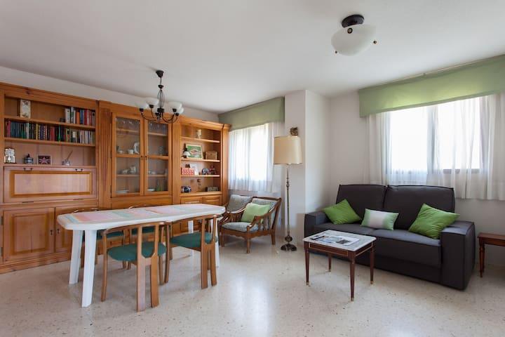 suite con gran salón y terraza - Benidorm - Bed & Breakfast